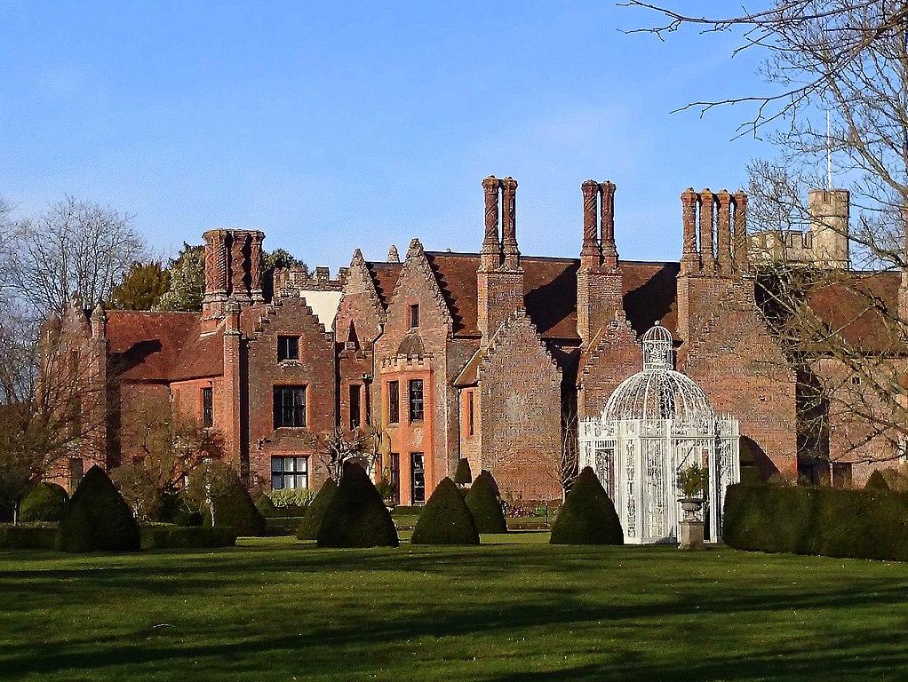 File Chenies Manor House Buckinghamshire Geograph 4402473