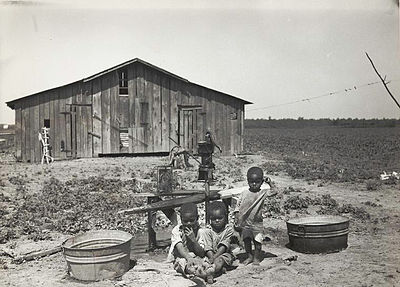 Children of sharecropper, near West Memphis, Arkansas, 1935.jpg