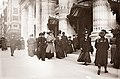 Christmas-shopping on Fifth Avenue 1900.jpg