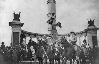 Lost Cause of the Confederacy - George Washington Custis Lee (1832–1913) on horseback in front of the Jefferson Davis Monument in Richmond, Virginia on June 3, 1907, reviewing the Confederate Reunion Parade