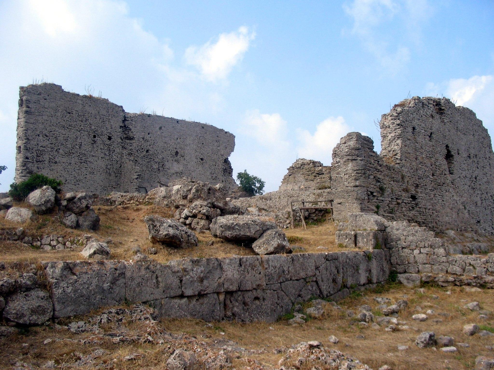Capitolium - front, Cosa