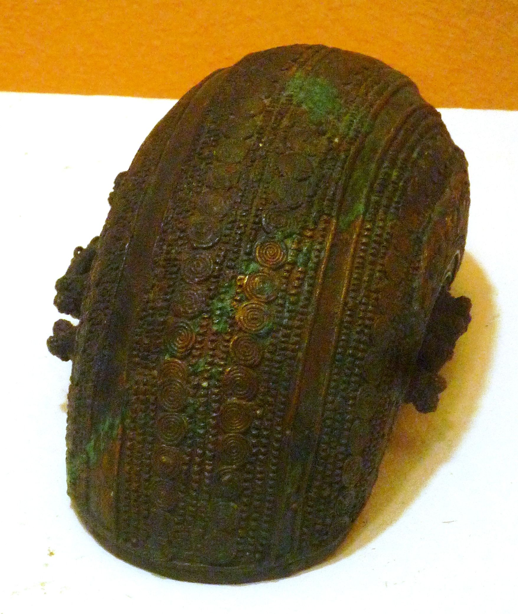 File:Cresentric bowl, bronze, 9th century, Igbo-Ukwu, Nigeria JPG