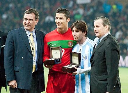 Messi ao lado de Cristiano Ronaldo num duelo entre Portugal e Argentina. 6c790eea129ac