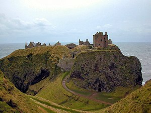 Roman de Fergus - Dunnottar Castle in the Mearns occupies one of the finest fort-locations in Great Britain. The site is one of the most important locations in the Roman de Fergus.