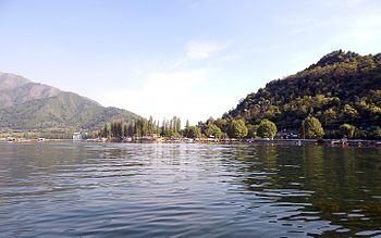 Dal Lake 2.jpg