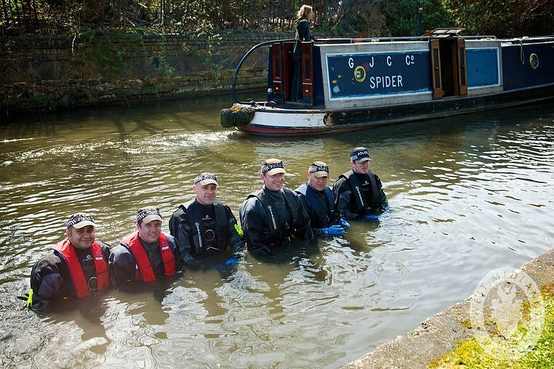 File:Day 323 - West Midlands Police - Shallow Water search team (8202521381).jpg