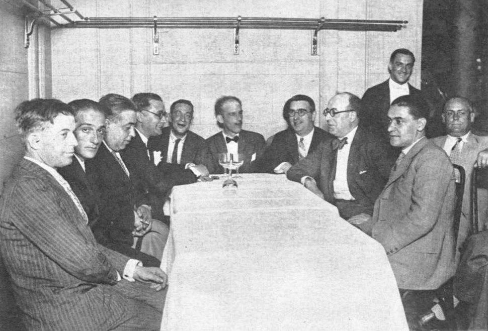 Deputados galegos de 1931. Entre outros Suárez Picallo (o primeiro pola esquerda), Rodríguez Cadarso, Castelao, José Sánchez Rojas, Vilar Ponte e Otero Pedrayo