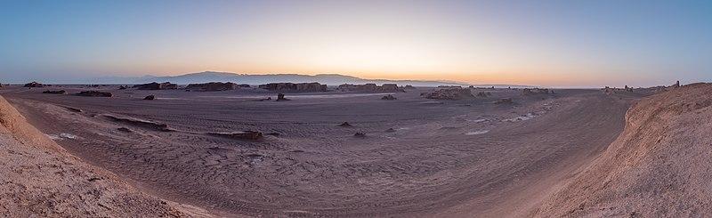 File:Desierto de Lut, Irán, 2016-09-22, DD 71-86 HDR PAN.jpg