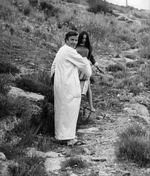 Franco Zeffirelli - Zeffirelli with Olivia Hussey while filming Romeo and Juliet in 1967