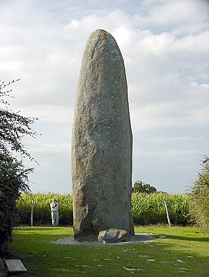 Dol-de-Bretagne - The Dol de Bretagne menhir's estimated weight is 125 to 150 tons