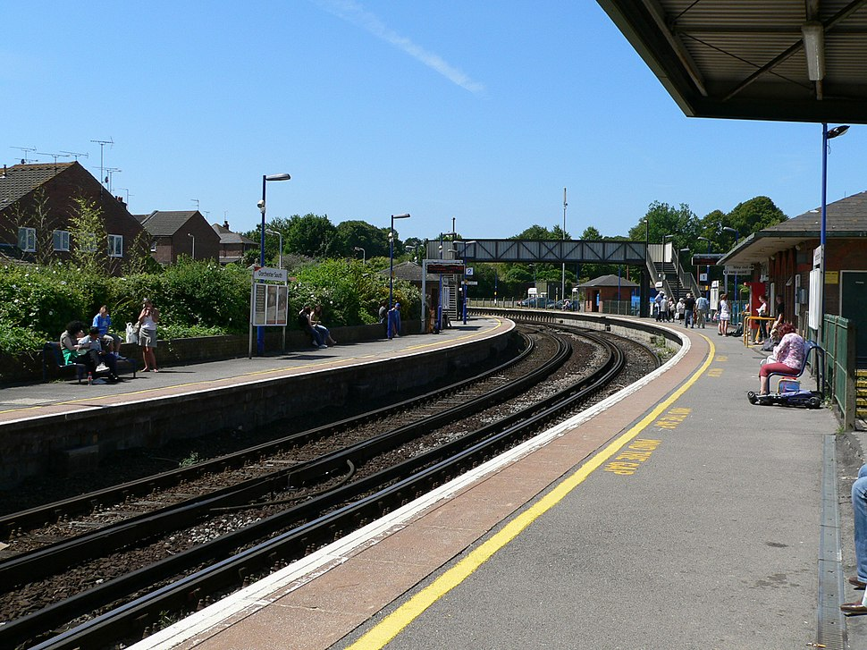 Dorchester South railway station 2005-07-16 01