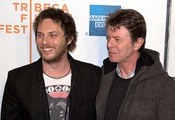 http://upload.wikimedia.org/wikipedia/commons/thumb/a/af/Duncan_Jones_and_David_Bowie_at_the_premiere_of_Moon.jpg/250px-Duncan_Jones_and_David_Bowie_at_the_premiere_of_Moon.jpg