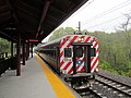 Eastbound train at Madison SLE station, May 2013.JPG