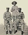El médico Vigil de Quiñones, el segundo teniente Martín Cerezo y el asistente del teniente (septiembre de 1899, IRIS).jpg