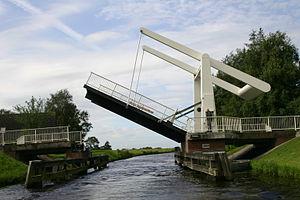 Klappbrücke über den Ems-Jade-Kanal