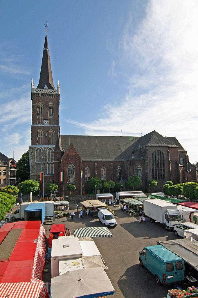 File:Eschweiler St. Peter & Paul mit Wochenmarkt.jpg ...  File:Eschweiler...