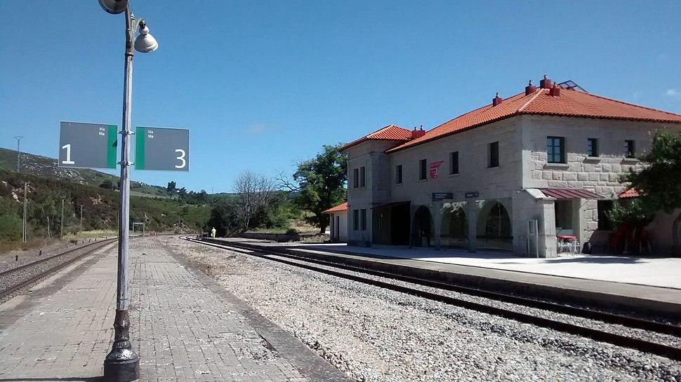Estación de A Mezquita-Vilavella andenes