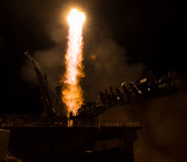 Expedition 47 Launch (NHQ201603190008).jpg