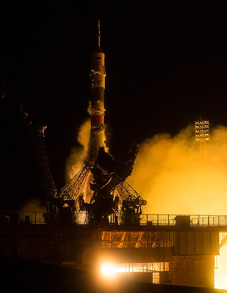Expedition 47 Launch (NHQ201603190009).jpg