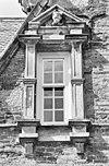 exterieur voorgevel, venster, natuurstenen ornamenten, detail - ambt delden - 20273646 - rce
