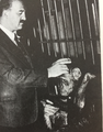 Ferenc Völgyesi with Hanna, a female chimpanzee of the Budapest Zoo.png