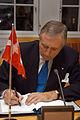 Flemming Hansen, Danmarks trafik- och sammarbetsminister undertecknar ett nytt nordiskt cpr-avtal.jpg