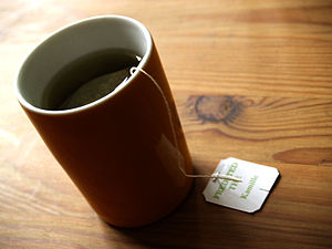 Dansk: Kamillete English: A cup of chamomile t...