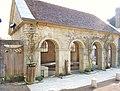 Fontaine-lavoir près de l'église de Ray-sur-Saône.jpg