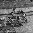 Fotothek df ps 0000234 005 Straßenbahngleisbau in der Warthaer Straße. Bauarbeit.jpg
