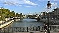 France, Paris, une promenade sur le pont Notre-Dame.jpg