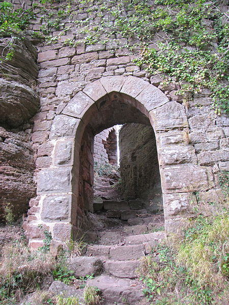 File:France Western Dreistein castle entrance.jpg