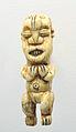 Frauenfigur, Amulett mu po, Kameruner Grasland, Bamunkung; im Staedtischen Museum Braunschweig.jpg