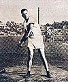Fred Tootell, la champion olympique du lancer du marteau, en 1924.jpg