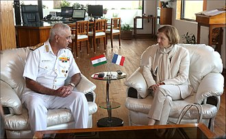 Florence Parly - Florence Parly and Indian Navy Vice Admiral Girish Luthra in 2017