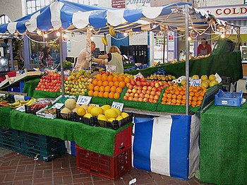 English: Fresh produce Indoor market, Abergave...