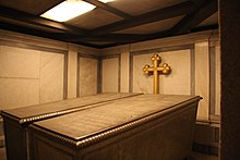 The crypt containing the Sarcophagi of Frederick William IV and his wife Elisabeth Ludovika of Bavaria in the Church of Peace, Sanssouci Park in Potsdam (Source: Wikimedia)
