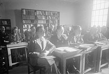 Photograph of a class of ex-servicemen training to be teachers at Goldsmiths College, 1944