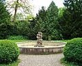 Gauting, Schloss Fußberg, Brunnen.jpg