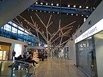Geschmückte Baumstruktur im Stuttgart Flughafen 01.jpg