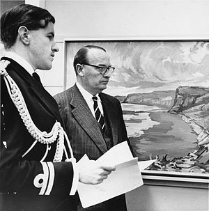 Charles Lyttelton, 10th Viscount Cobham - Viscount Cobham on 26 August 1958 with Neil Durden-Smith in the National Art Gallery