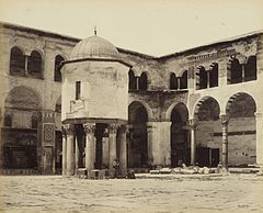 Great Mosque Damascus, fountain, Francis Bedford 1862.jpg