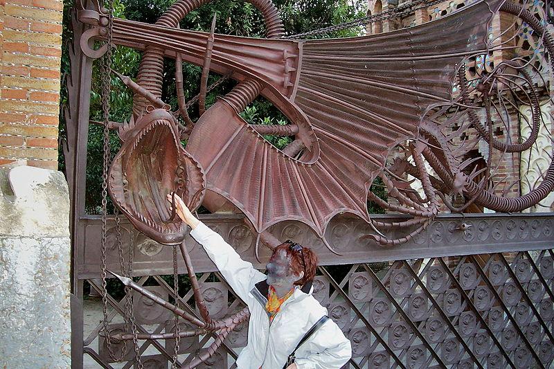 Fichier:Grille de dragon par Gaudi.JPG