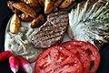 Grillet lam, kartoffelbåde, stegt radicchio, bøftomater, radiser og auberginecreme (4860251189).jpg