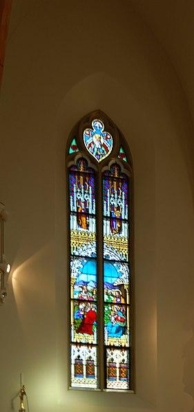 File:Grinzinger Pfarrkirche Glasfenster IV.jpg