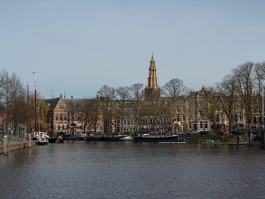 Groningen, de toren van der AAkerk RM18423 vanaf Bij de Sluis foto7 2015-03-22 12.07.jpg
