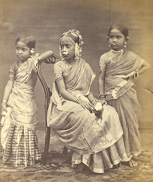 Langa Voni - Image: Group of Tamil girls
