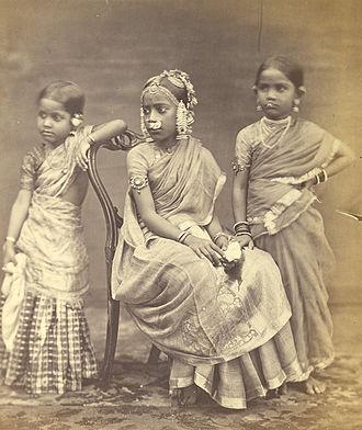 Langa voni - Image: Group of Tamil girls