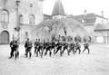 Gruppe von Infanteristen beim Bajonettfechten - CH-BAR - 3238133.tif