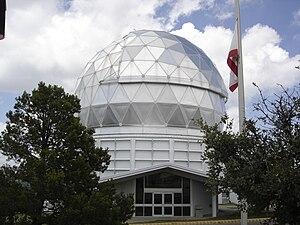 http://upload.wikimedia.org/wikipedia/commons/thumb/a/af/HETelescope2.JPG/300px-HETelescope2.JPG