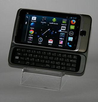 HTC Desire Z - Image: HTC Desire Z with keyboard open